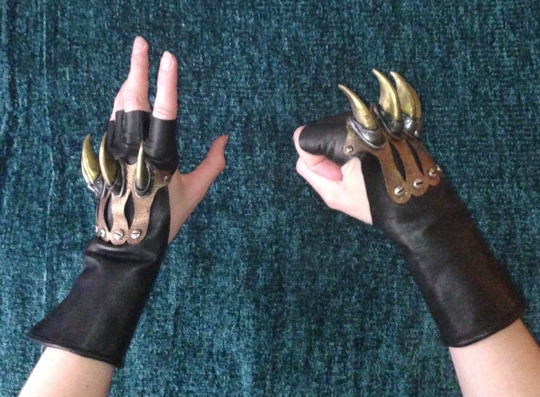 Clawed Gloves by Smilodonna