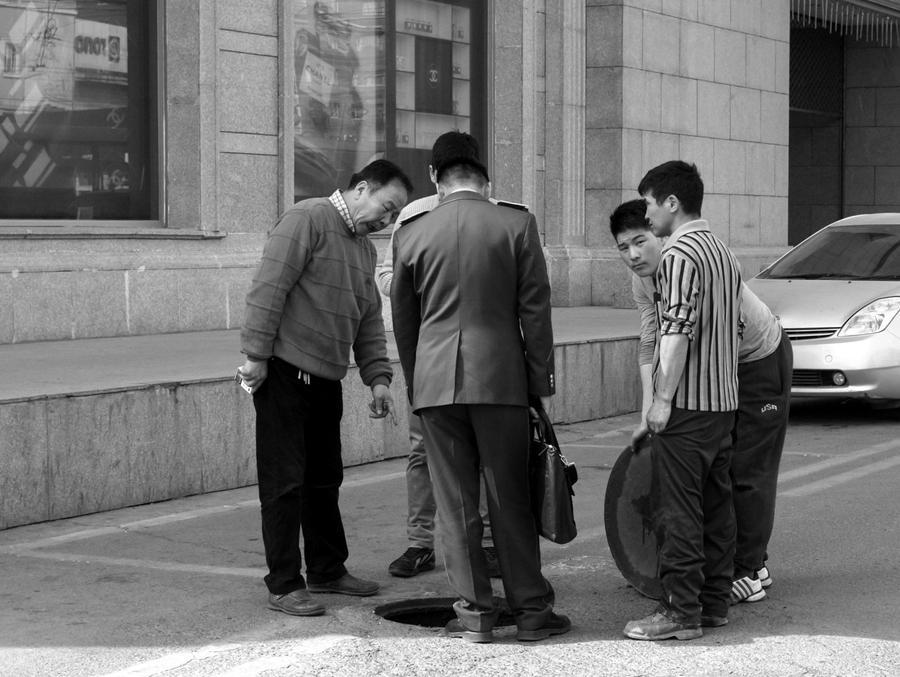 Manhole Committee by mangawhio