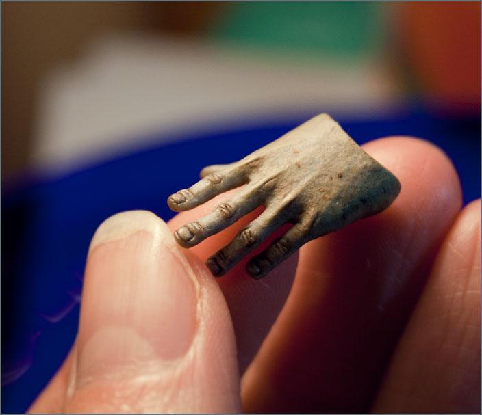 Zhun Lun Sy's hand. by Vertebra-p