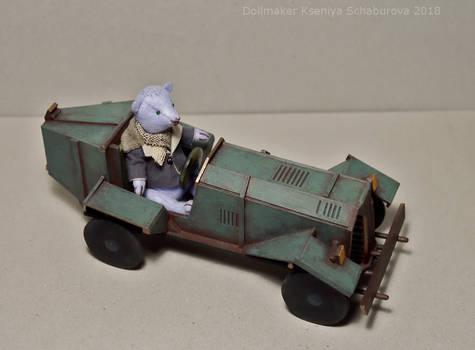 Teddy bear Hercule and his car Greeny