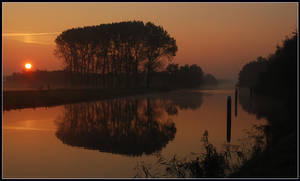 Sunrise at the Canal by jchanders