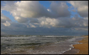 North-Sea waves and clouds by jchanders