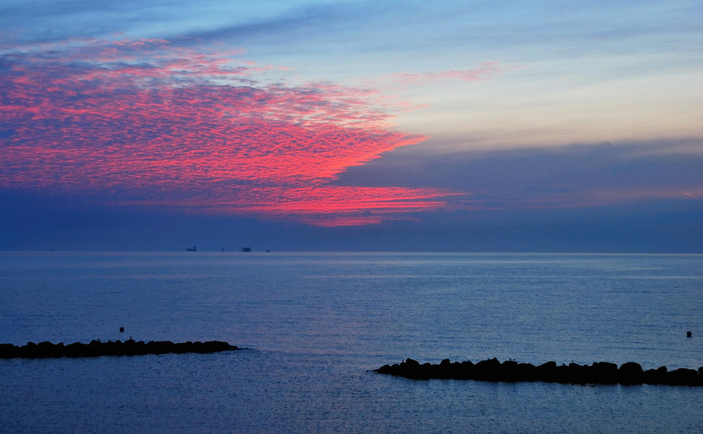 When the morning sky was burning at the Baltic Sea by jchanders