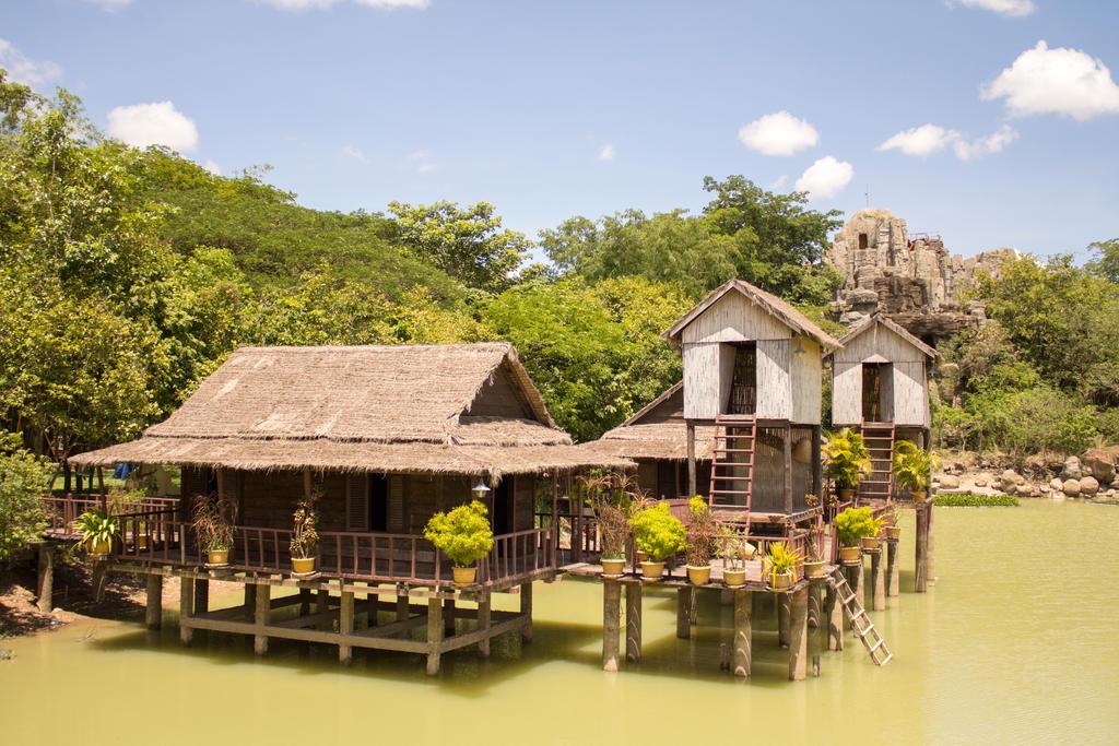 Cambodia by AngelaLouwe