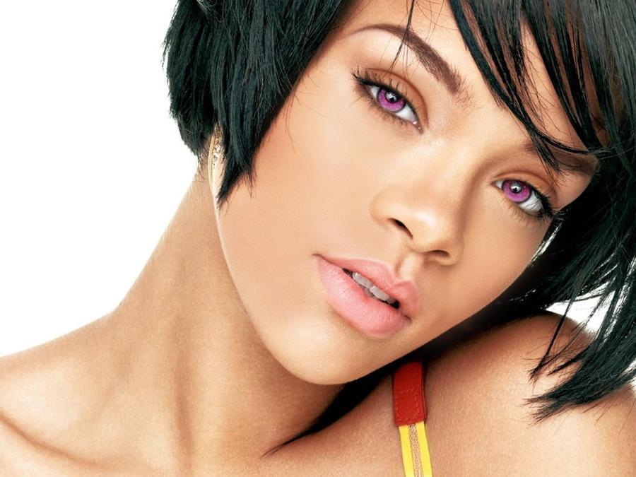 Rihanna with bronzer by kinnesama