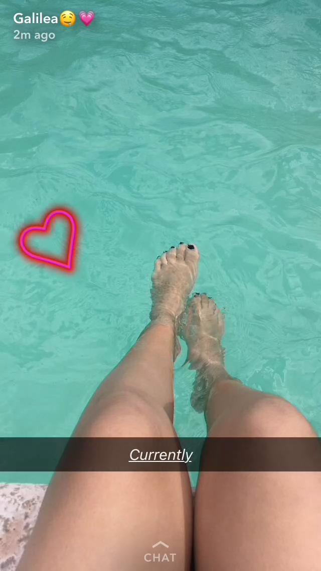 Feet in water by mickey515