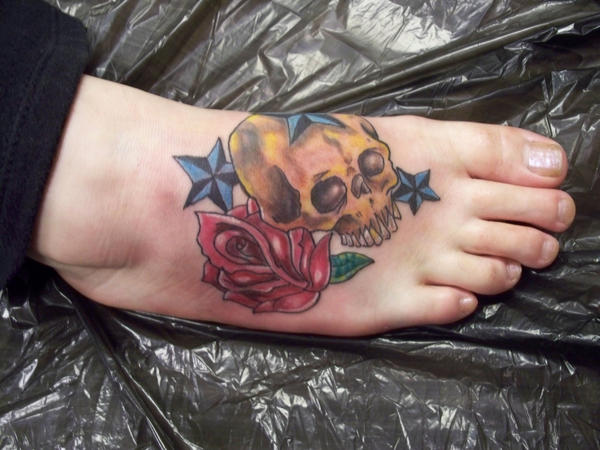 skull and rose on foot by Fr33Doom