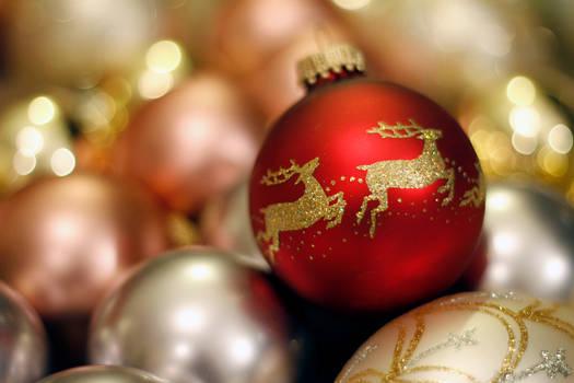 Sparkling Reindeer Ornaments