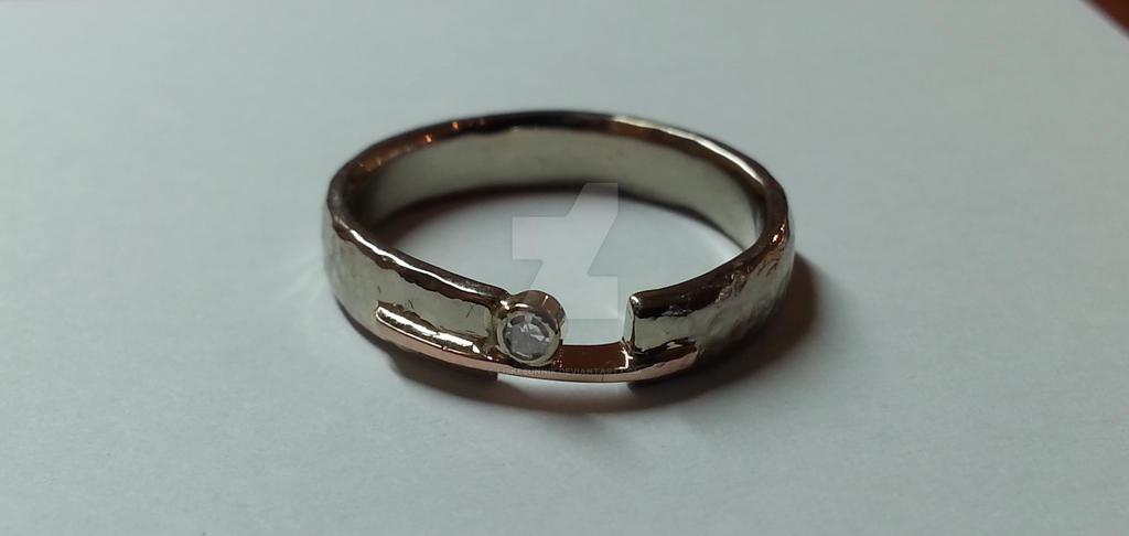 Gold ring by LiskeBunnik