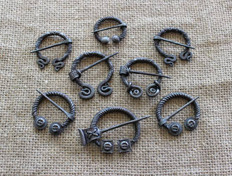 Penannular brooches 4