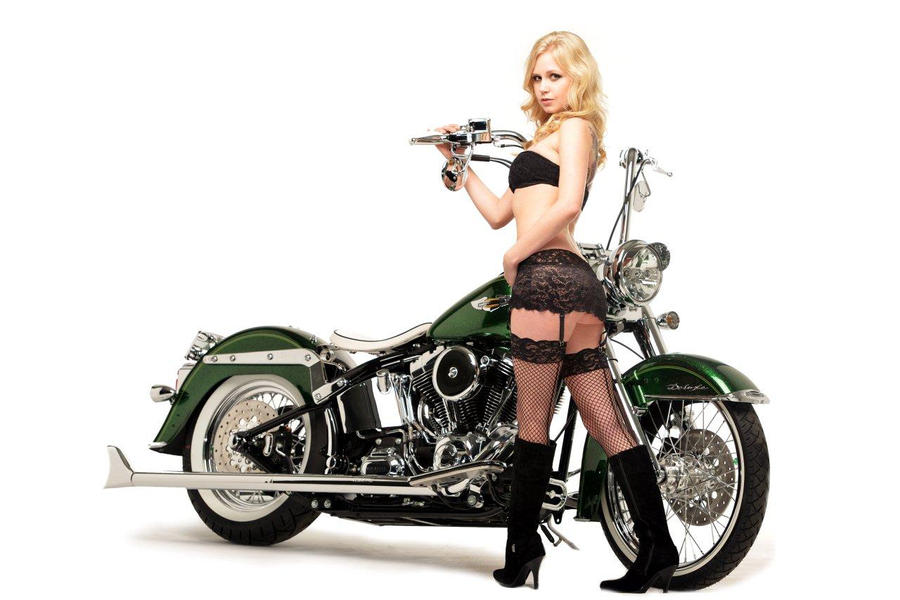 Salutations kissiennes. - Page 13 Hot_girl__custom_bike_by_24pack-d5nbei5