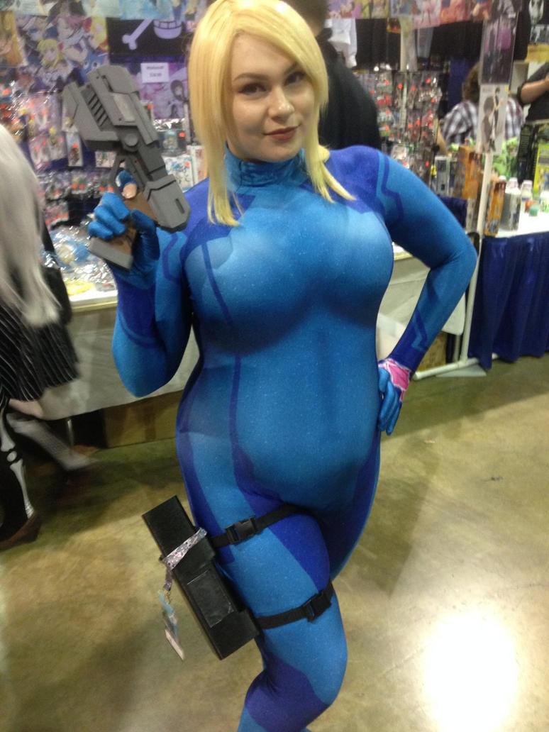 Sexy zero suit samus cosplay