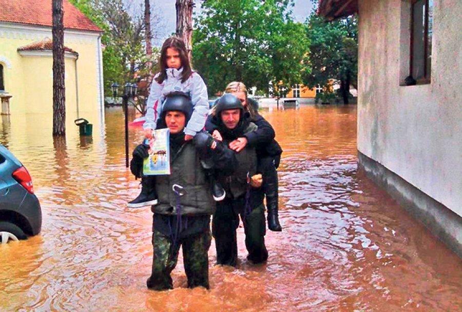 Srbija-poplave-svilajnac-1400622180-501405 by RankaStevic