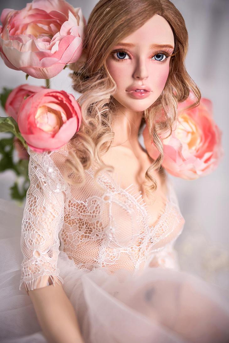 Yolande female Peach Cream skin tone by amadiz