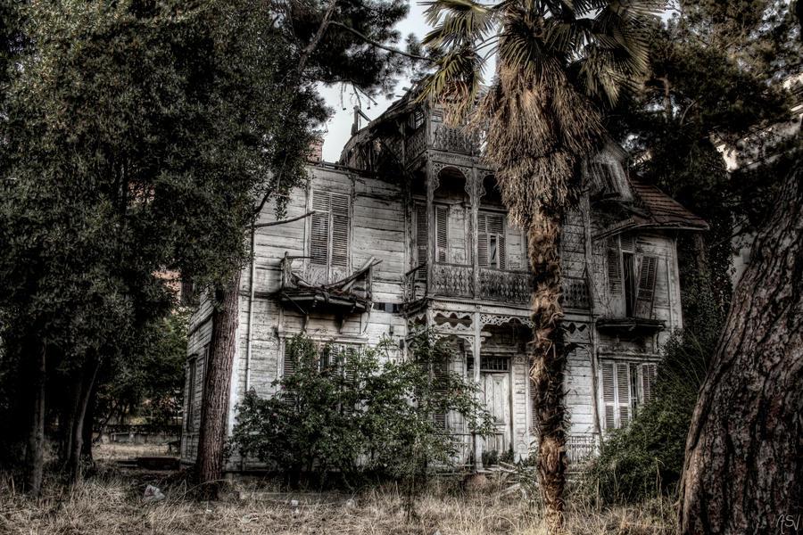 31 Creepy Houses Mansions And Castles