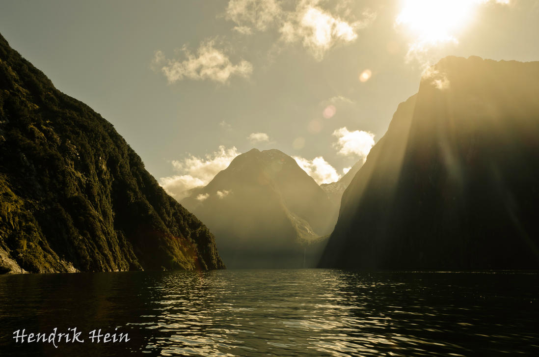 Golden Water 2 by HendrikHein