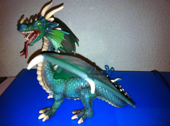 Another dragon figure by perridan