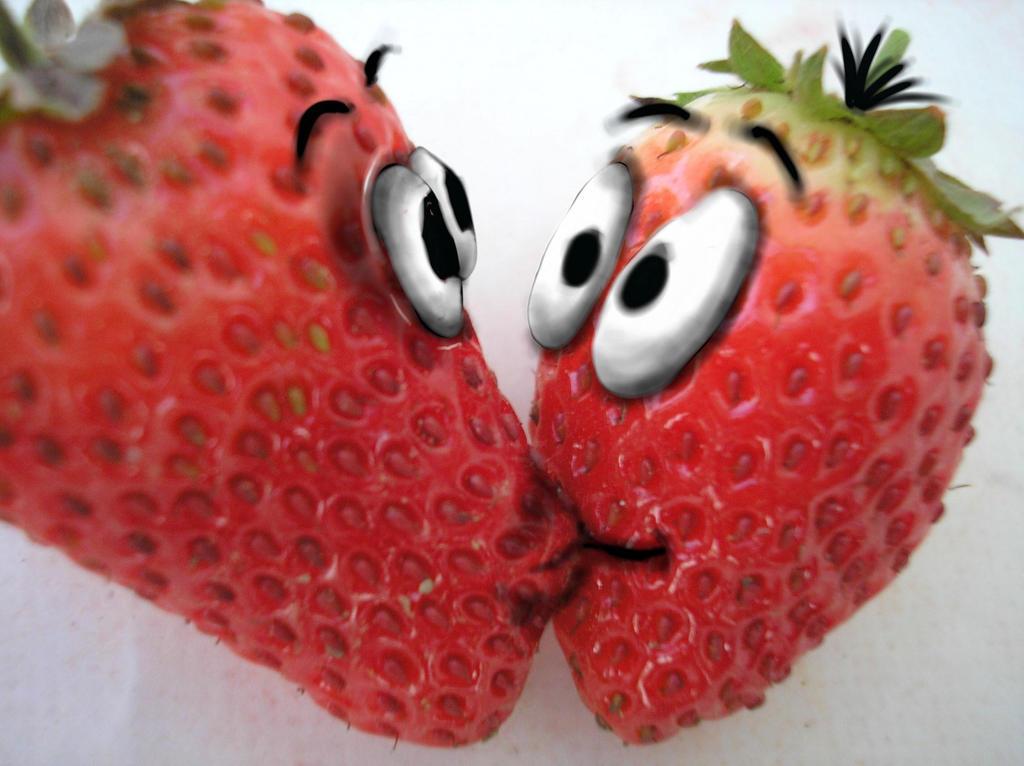 http://fc06.deviantart.net/fs48/i/2010/145/c/0/strawberries_in_love_by_Pukey82.jpg