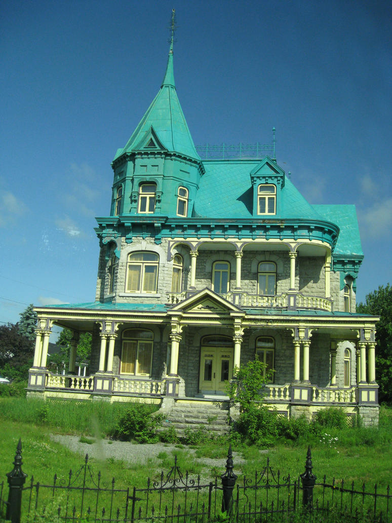 Creepy cool old house stock by kuiwi on deviantart for Houses images pictures