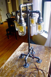 Industrial table lamp: Illuminata