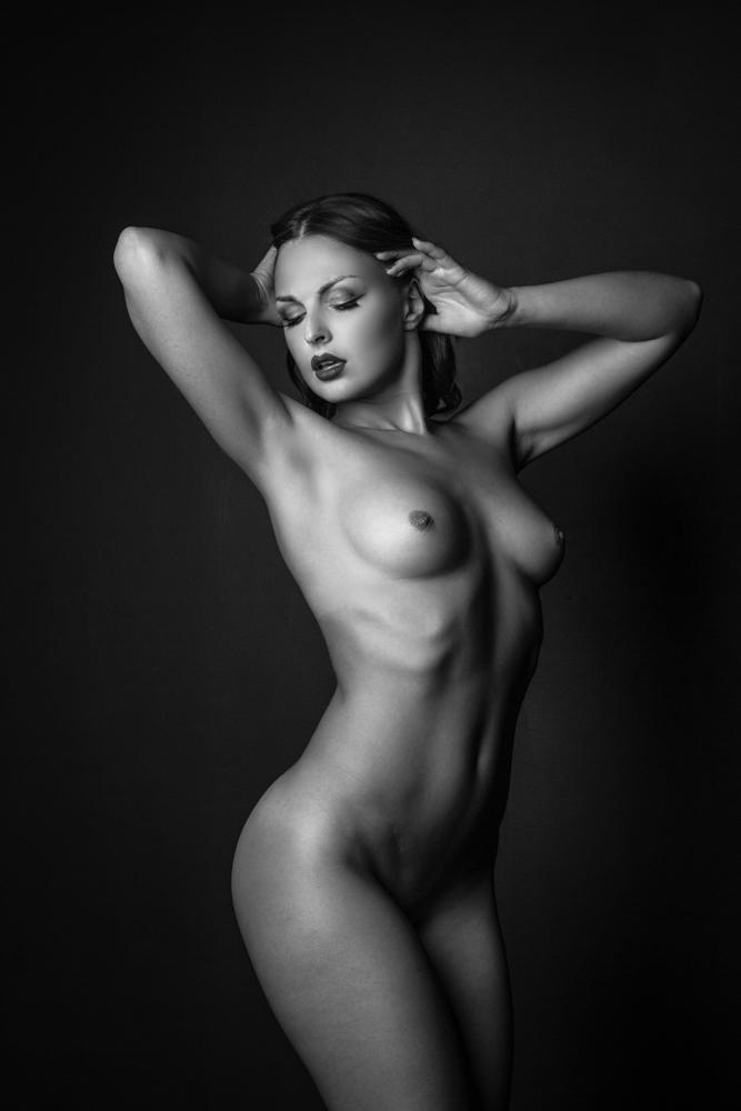Красивые черно белые фото голых девушек