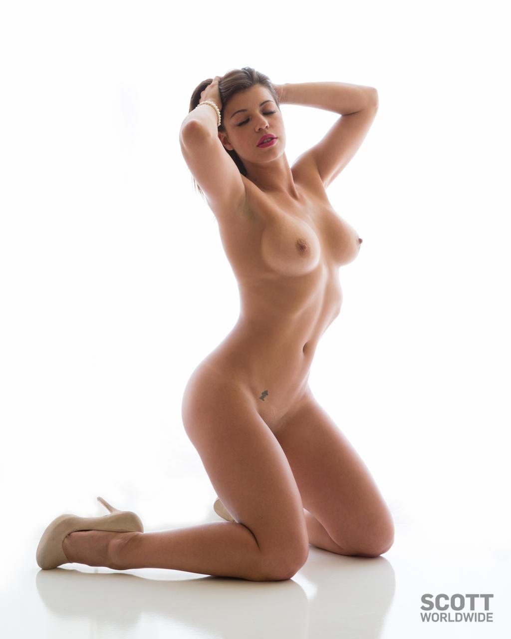 sexy naked women from deviantart