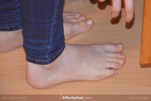 Affenithumb - Reaching Jeans Feet