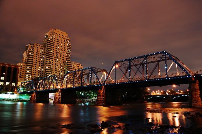 Grand Rapids Pedestrian Bridge by golfiscool ...