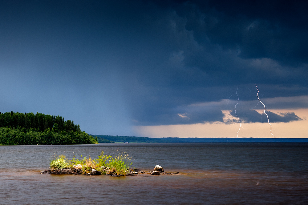 Storm on the Lake by DeingeL