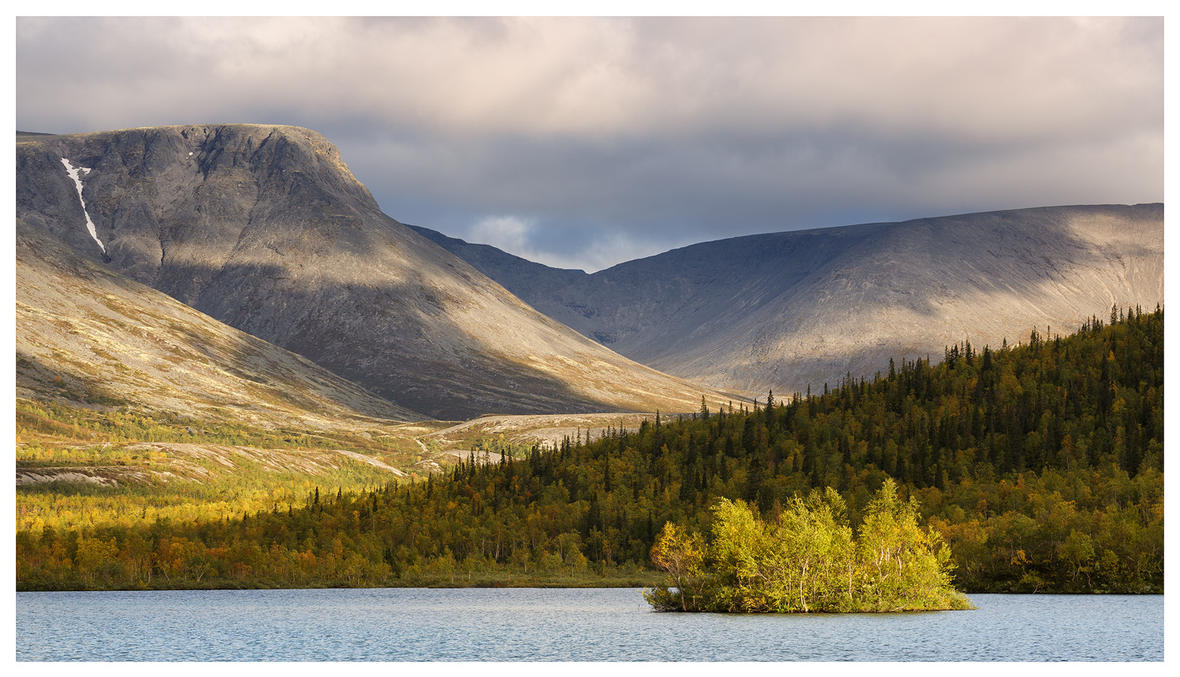 Autumn Mountain Lake by DeingeL