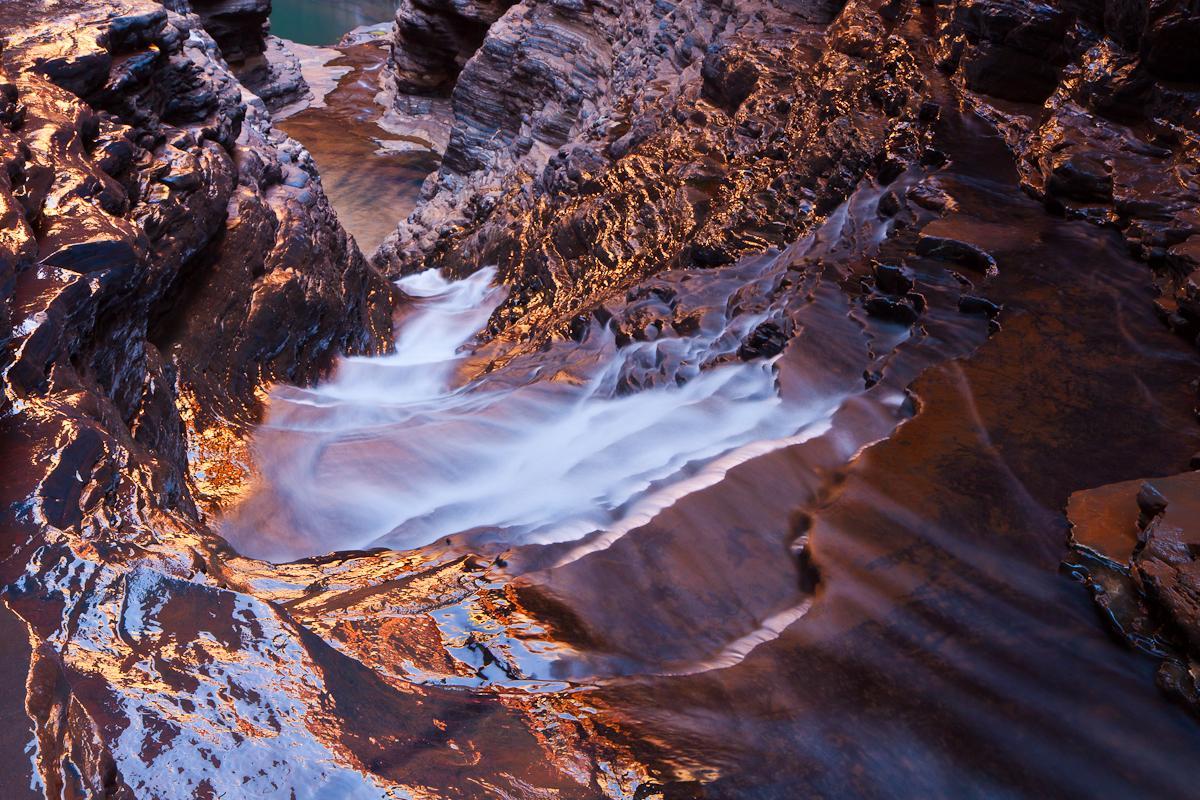 Karijini Waters Glow by Niv24