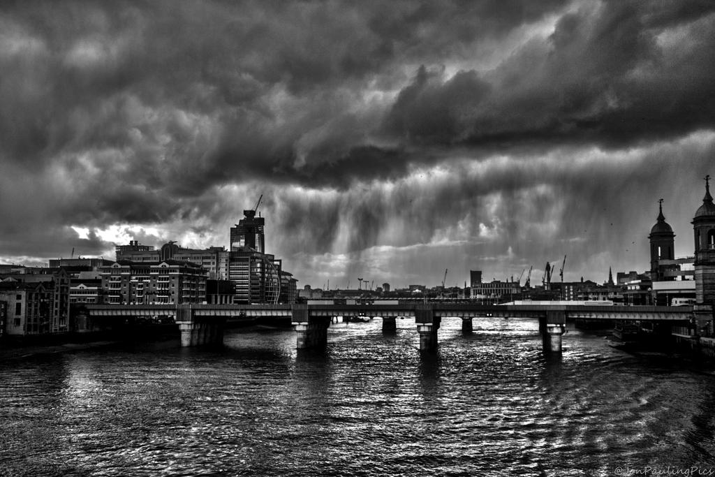 Rain on the Thames by Mincingyoda