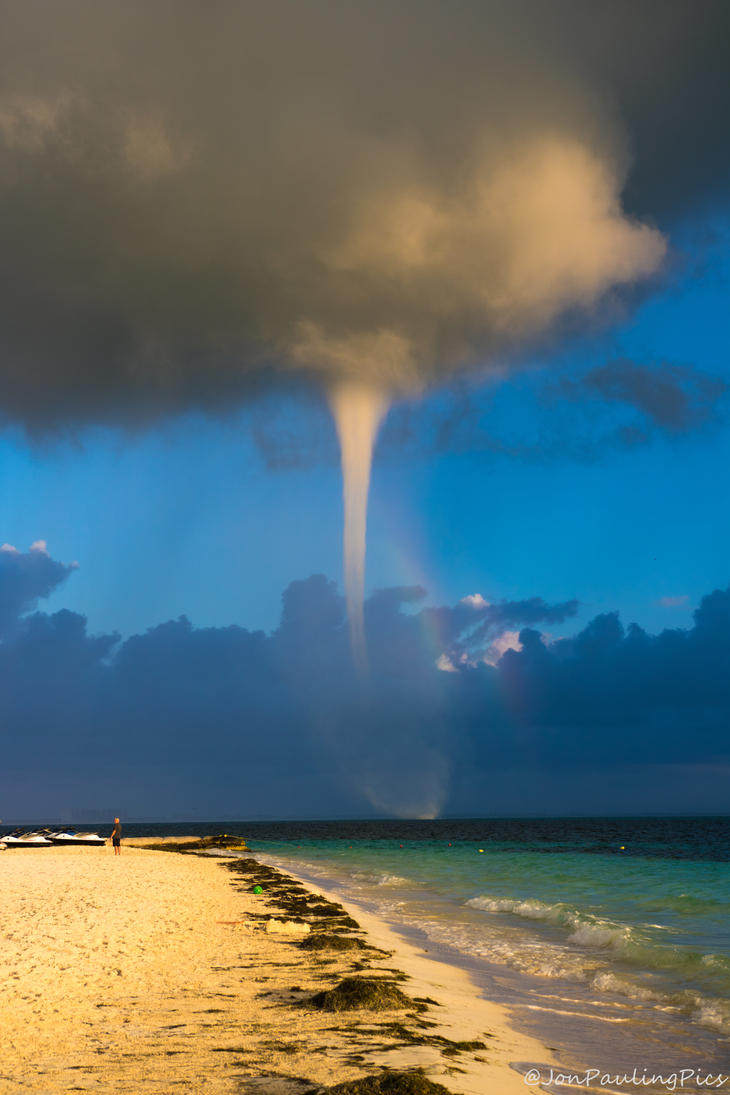 Waterspout by Mincingyoda