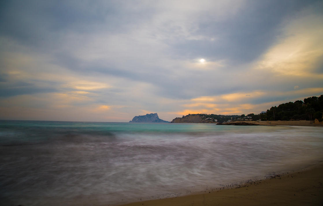 Exposure Beach by Mincingyoda