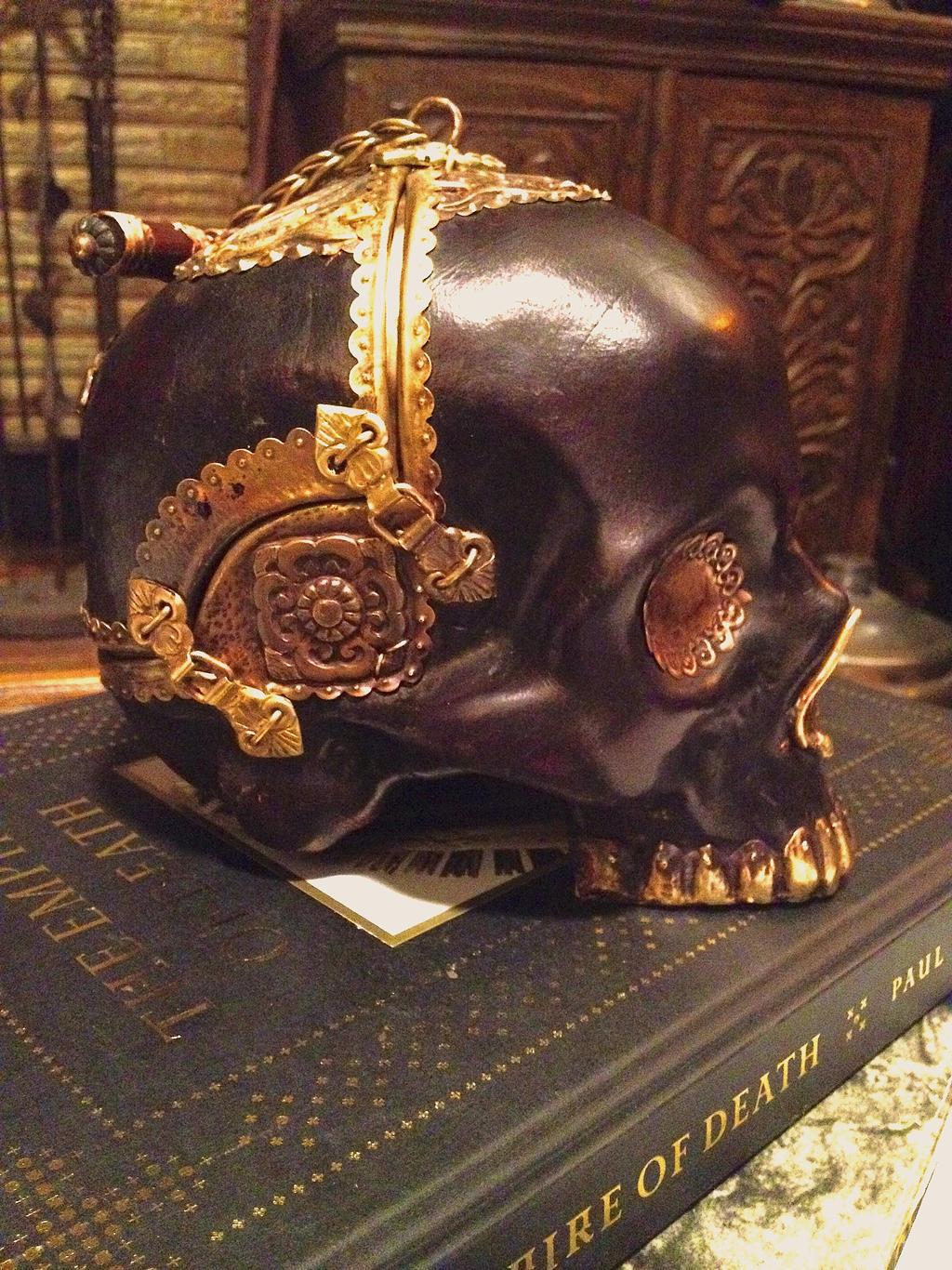 Skull-Purse by Ugo-Serrano