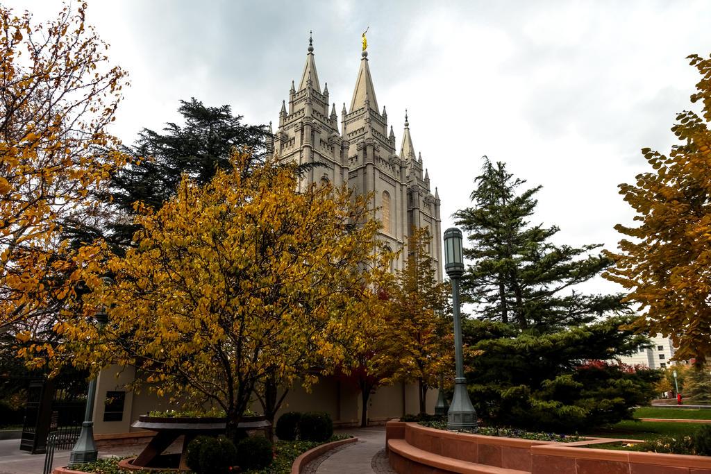 Fall at  Salt Lake Temple Square by Ericseye