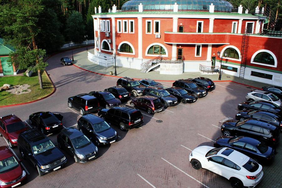 hotel parking by amirajuli