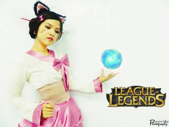 Ahri - League of Legends by Ruieien