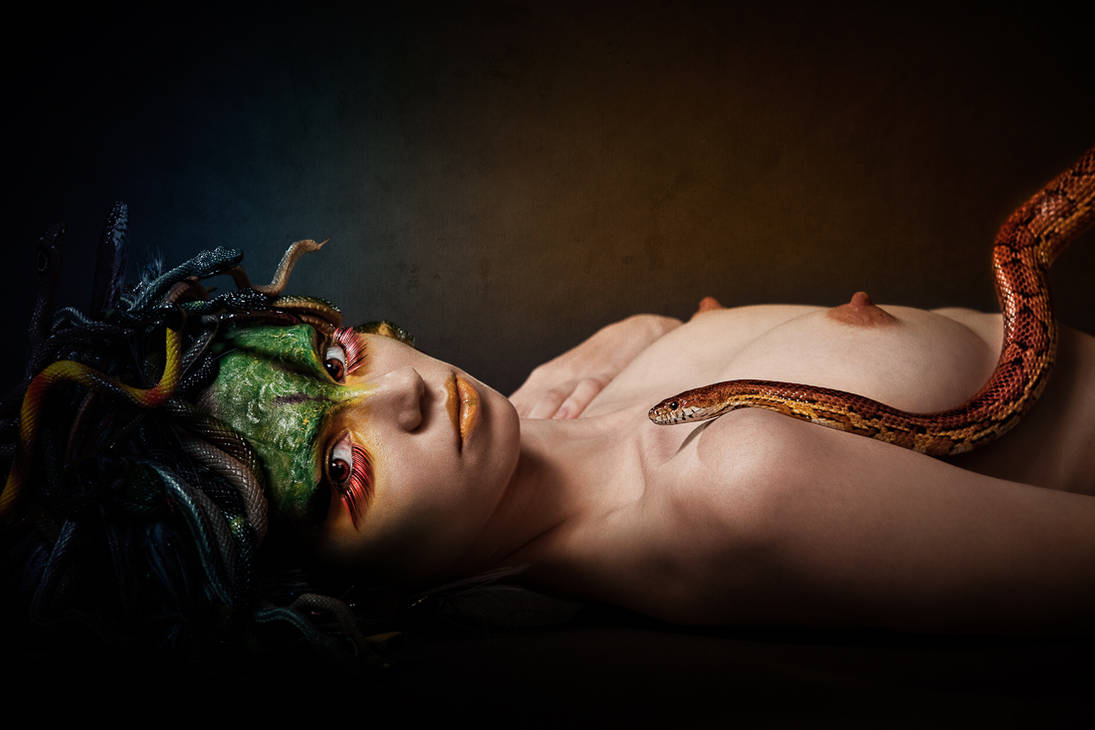 Medusa V by Aisii
