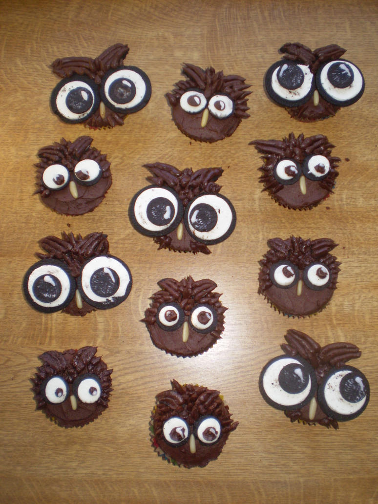 Owl Cupcakes by hollowdolly