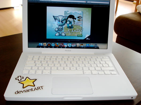 deviantART on MacBook by Mem0rex