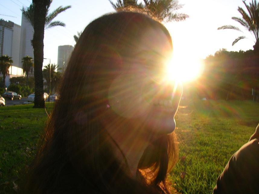 Sun in her eyes by inbach