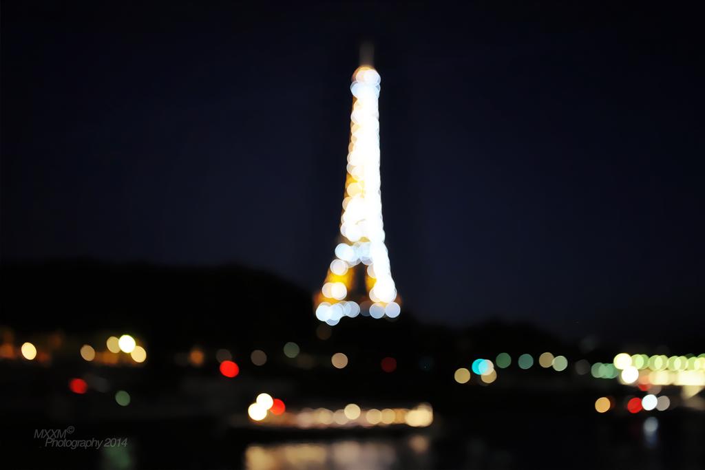 Eiffel Tower Blurry by Mxxm10