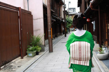Walking in Gion by DrowElfMorwen