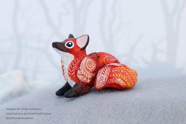 Red fox totem figurine