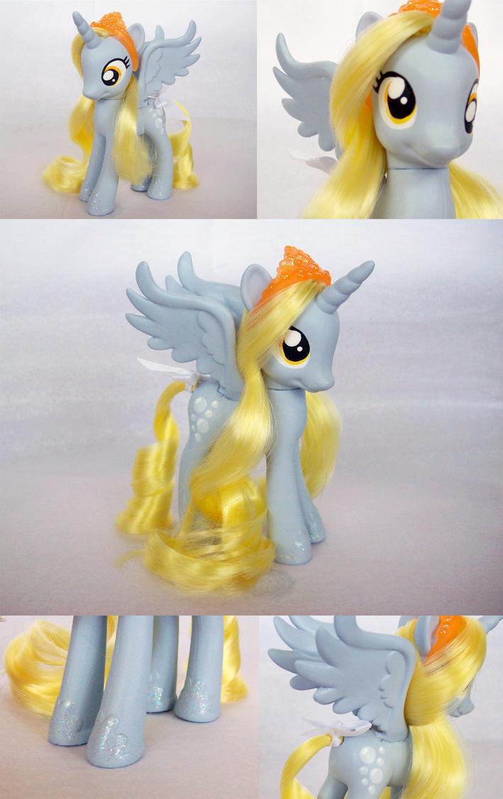Alicorn Princess Derpy by psaply