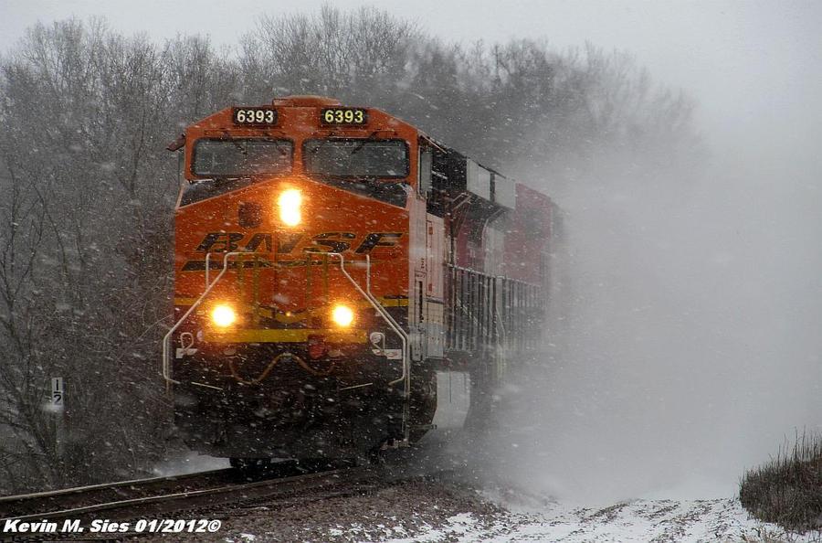 Vozovi Bnsf_6363_pickin_up_the_snow_by_eternalflame1891-d4m50qi