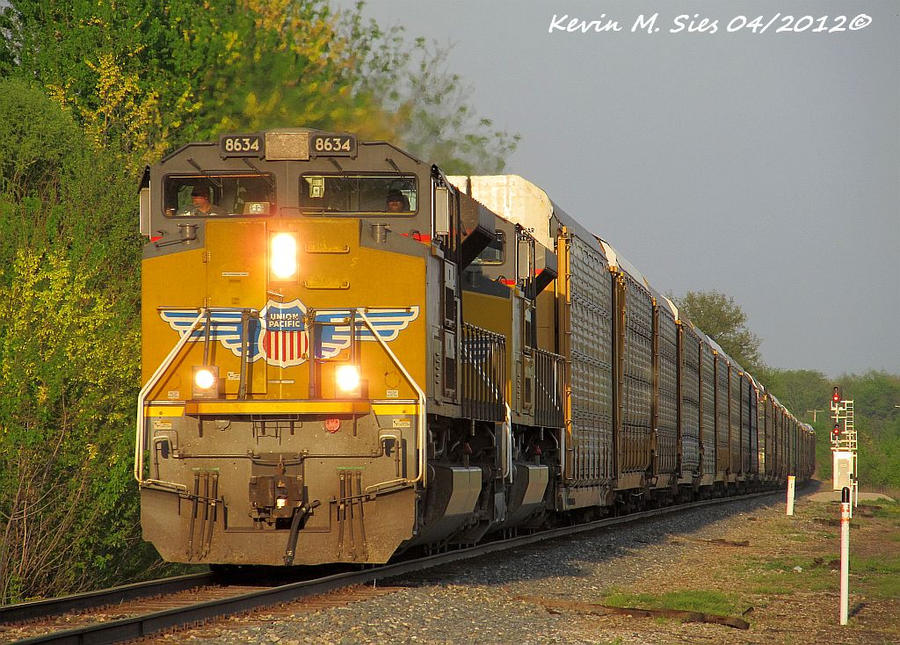 New UP SD70ACes 8634 and 8679 lead CSXT Q204 01 by EternalFlame1891