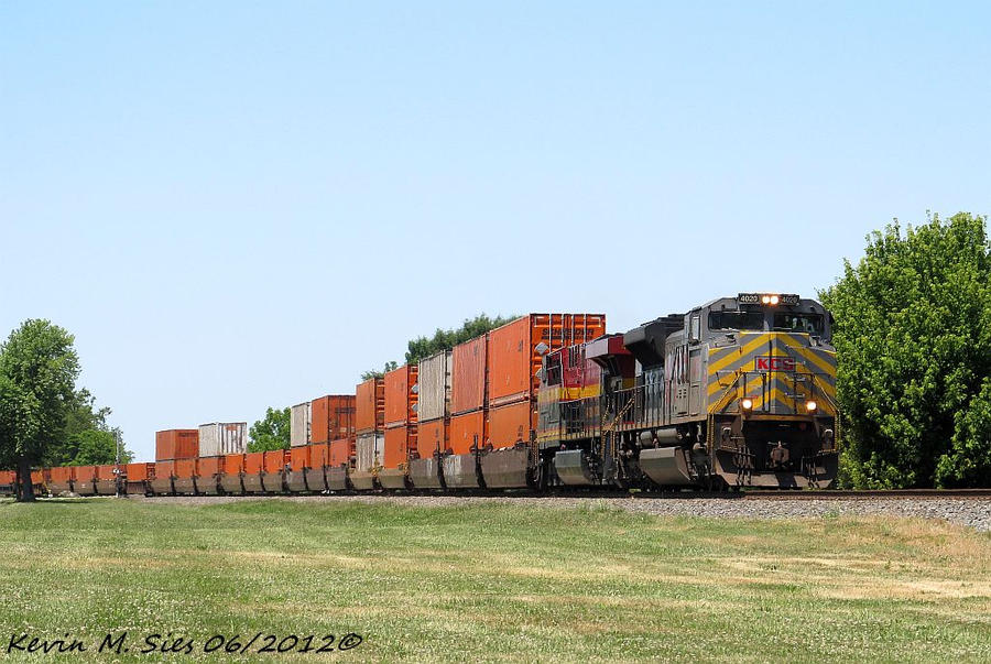 KCS 4020 and KCS 4676 lead the Schneider Q106 05 by EternalFlame1891