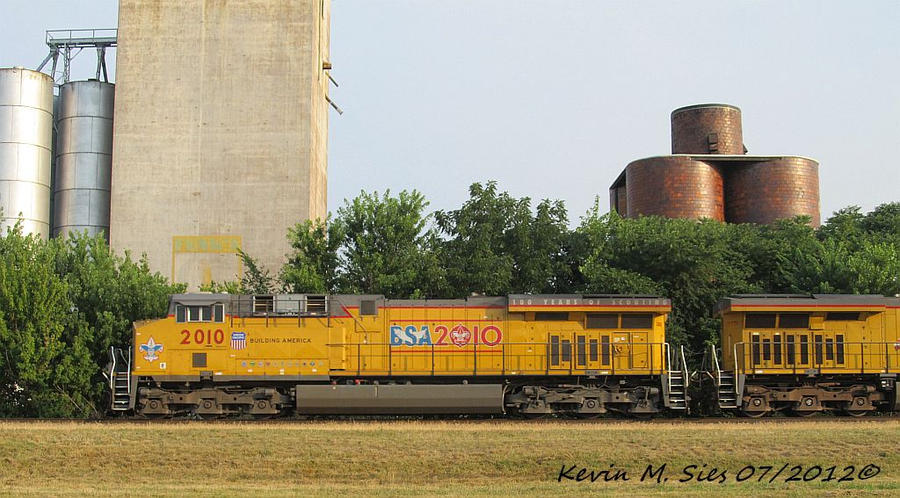 Boy Scout Locomotive 2010 leads CSXT Q687 01 by EternalFlame1891